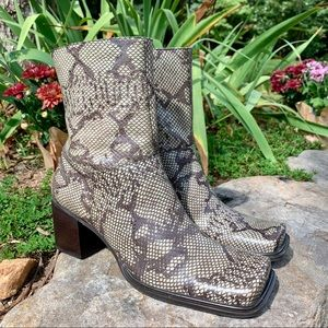 Kenneth Cole Leather Python Print Ankle Boot |7.5